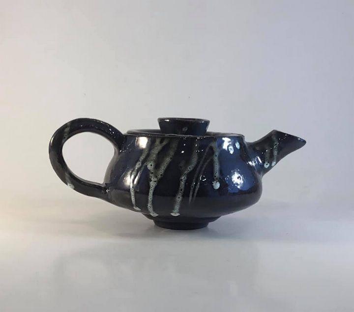 Stoneware tea pot - Tama Roberts Art