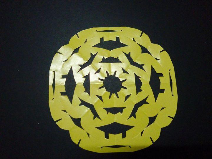 yellow alien - Kai-Pay Art House