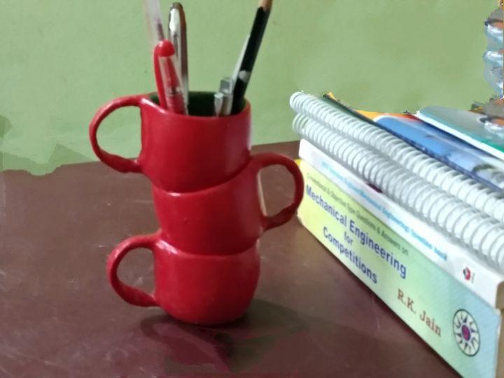 The Pen holder. - Born for art.