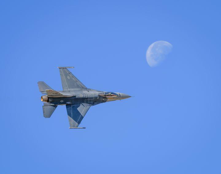 F-16V Viper Shooting the Moon - Jarrett Art