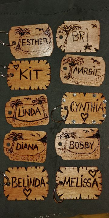 Personalized wood Key rings - Esthers Artsy Crafty