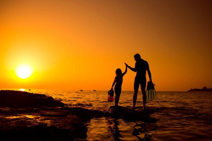 Giving a hi-five. Father and daughte - Elena Degano Art photo