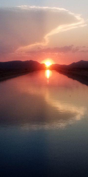 Warm sunset vibes - BeholdersEyes