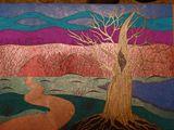 Лесная дорожка и дуб в котором сидит