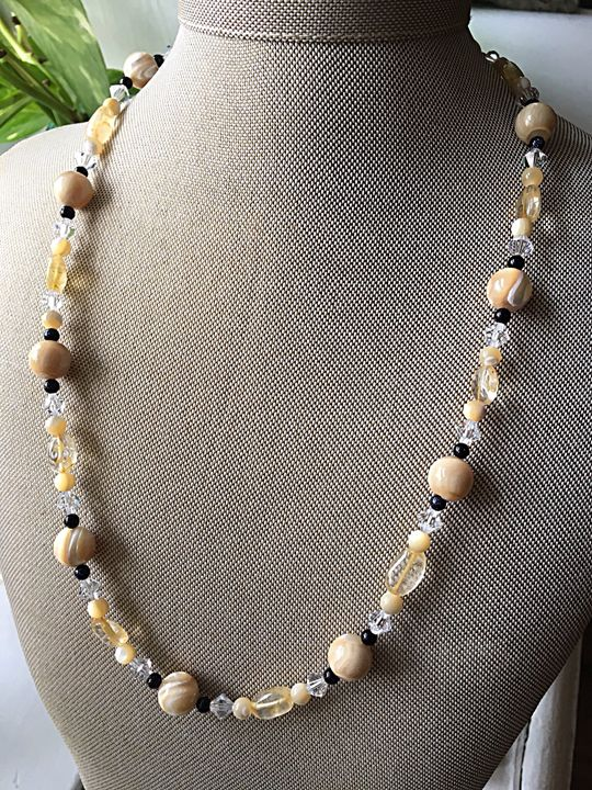 Elegant cream and black necklace - Gem4Edu