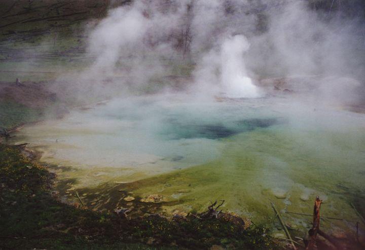 Imperial Geyser Eruption - Wend Images Gallery