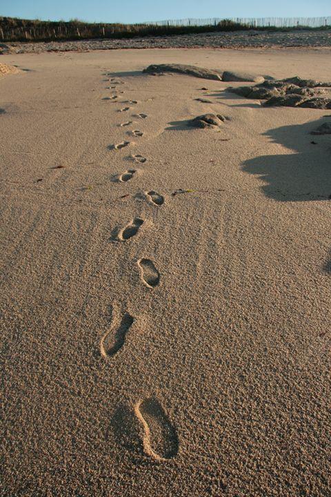 Footsteps at beach France - basart