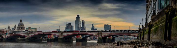 Blackfriars Bridge at sunrise - Gem Photography