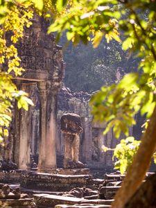 Statues of Angkor