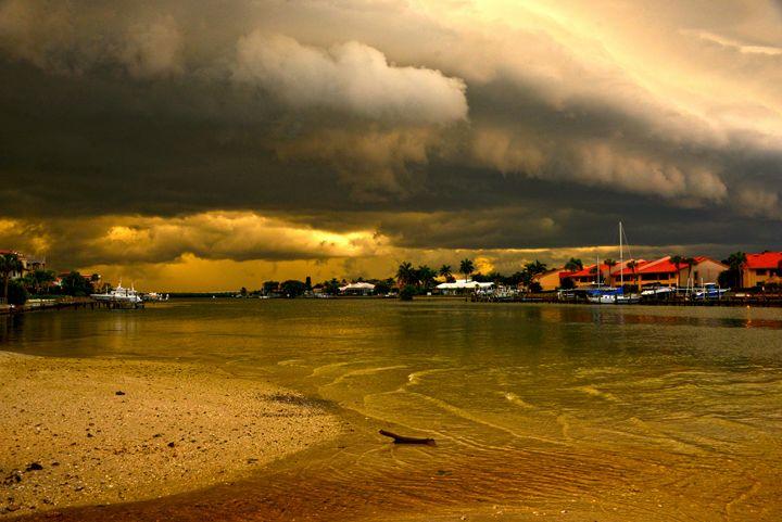 Big Thunder cloud at the beach - AYL Gal