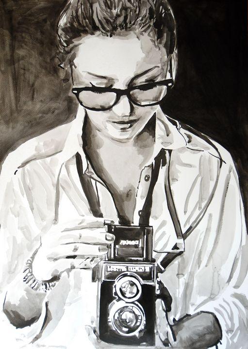 Girl with camera #4 / 70 x 51 cm - Alexandra Djokic