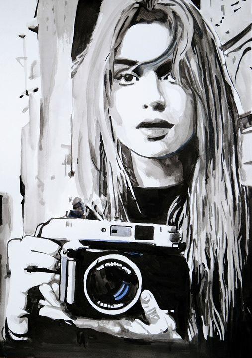 Girl with camera ID / 50 X 35 cm - Alexandra Djokic
