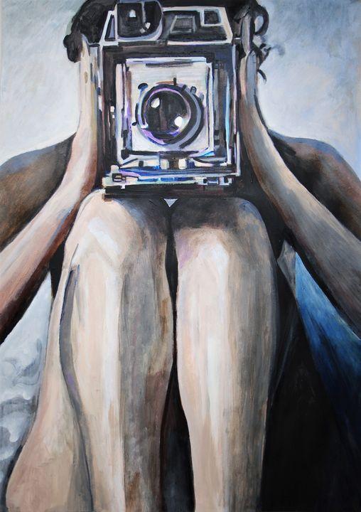 Woman with camera / 83.4 x 58.7 - Alexandra Djokic