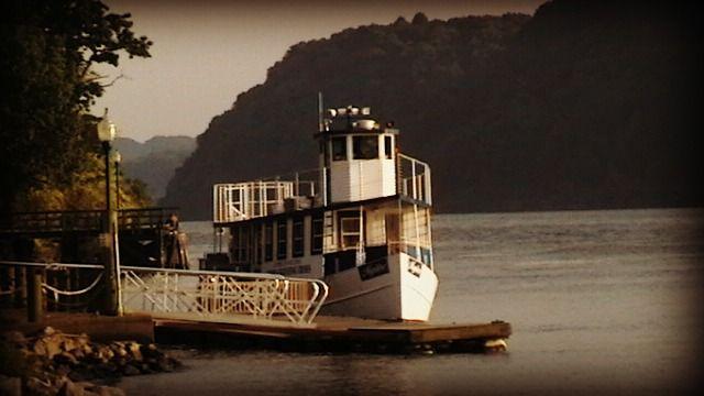 Digital Photograph of Boat at Hudson - La Casa De Seviles