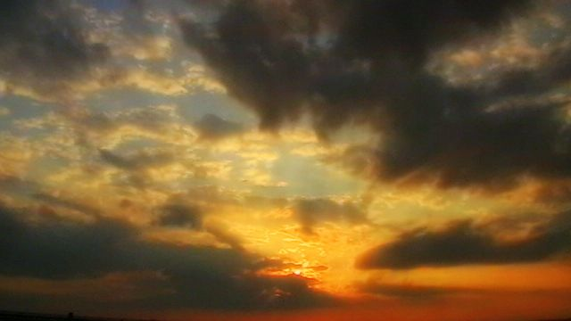 Digital Photograph of Cloudy Sunset! - La Casa De Seviles