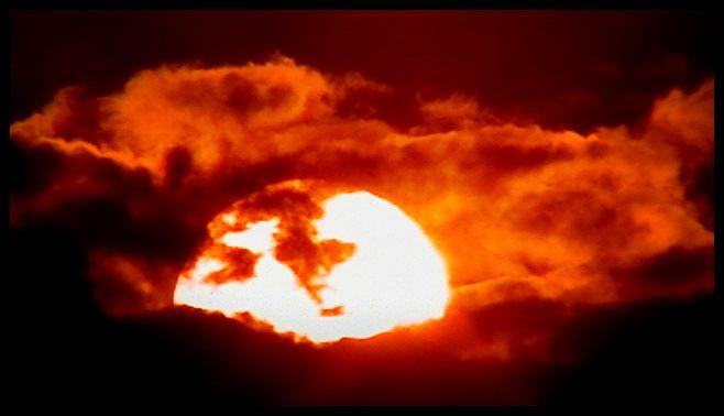 Digital Photograph of Fiery Sun - La Casa De Seviles