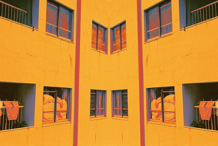 Golden Walls - Valters Medenis