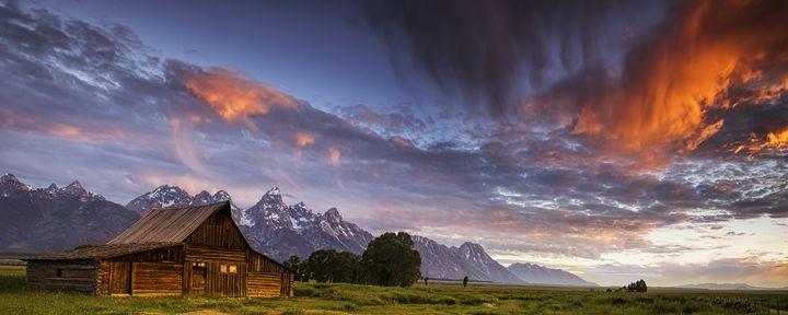 Mountain Barn - Vision & Light Photography