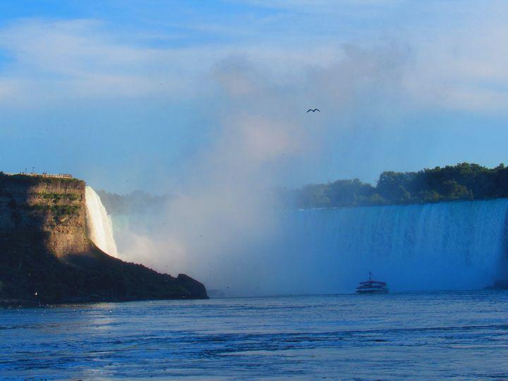 The mists of Niagara - Laughing Bugbear
