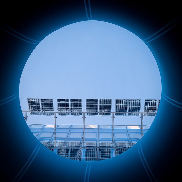 A blue disk in a blue square - Gilles B Photographe