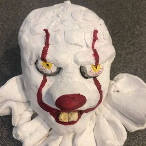 Pennywise sculpture