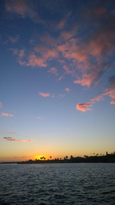 Riverwalk Sunrise - Rock Csilla