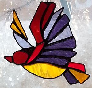 Stained glass flying bird suncatcher - Ybot Studio
