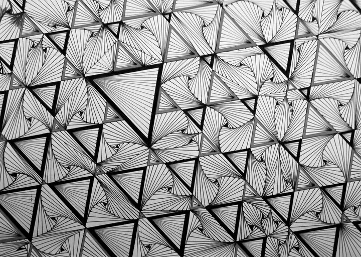 Triangles and shapes in black, gray - Pakokante