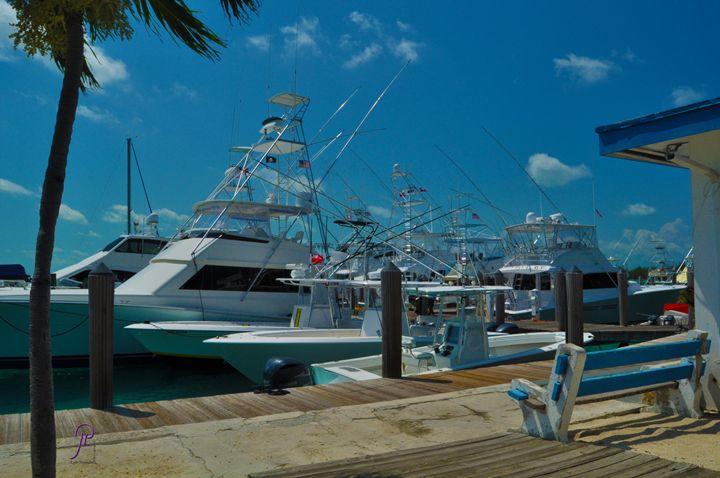 Blue Water Marina Bimini Bahamas - Lyle Saunders Photography