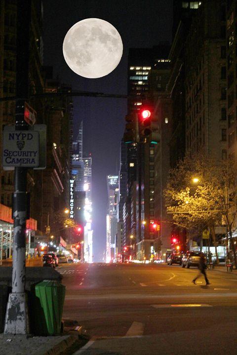 Super moon # 5 - Danielle Bedard