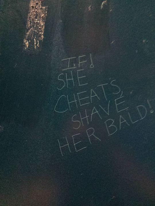 If she cheats - Graffiti - Bathrooom - Haus Collins