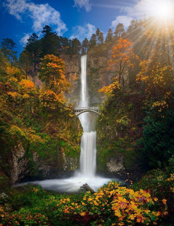 Multnomah Falls in autumn colors hq - Freebilly Photography Portland