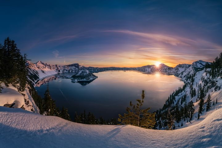 Crater Lake sunrise - Freebilly Photography Portland
