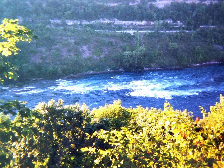Niagara Falls 2 - Melissa