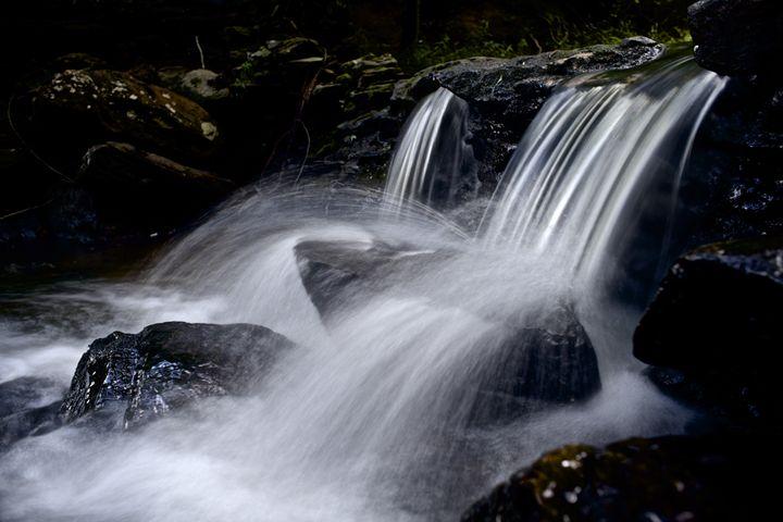 Mini Waterfall - Travis Baars Photography