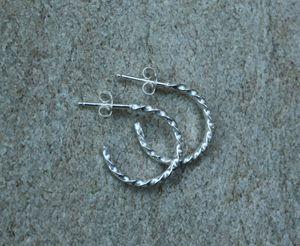 """""""The Twist"""" earrings (TWe01-1) - Karen Landrigan"""