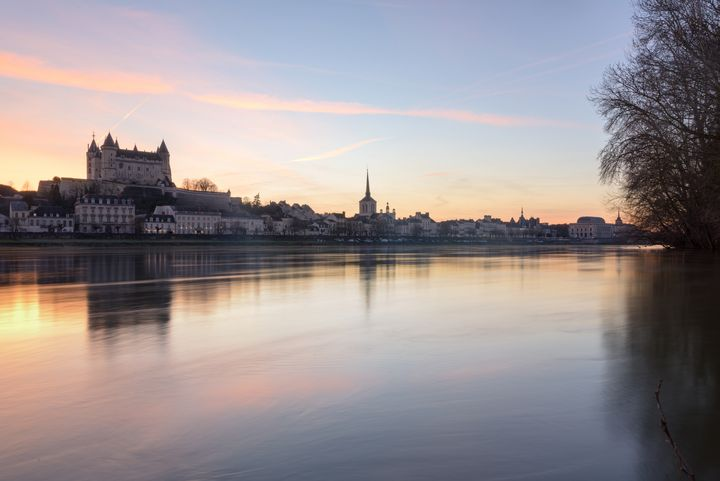 Saumur and the Loire river at sunset - Em Campos