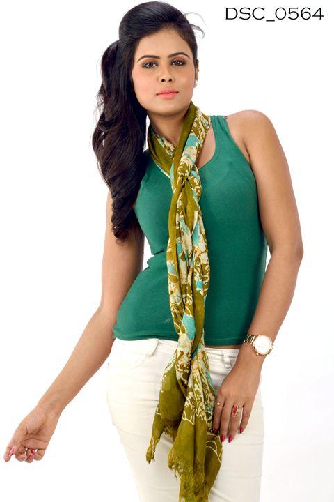 Hand Painted Silk Stole DSC0564 - scarvesdesigner