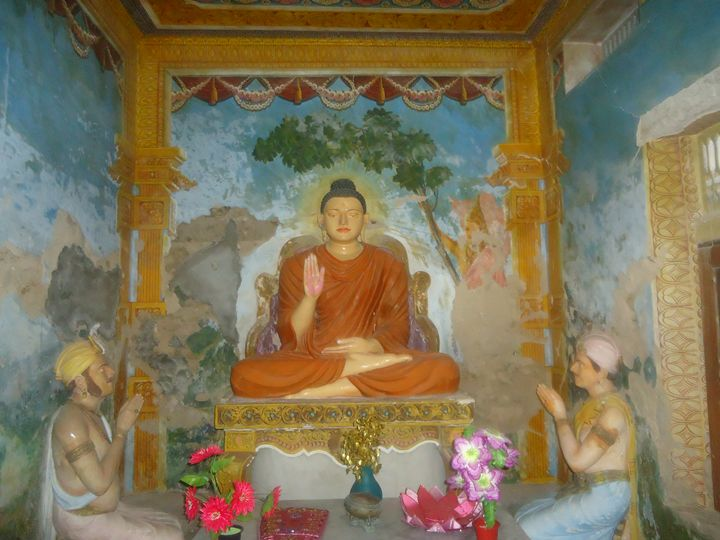 Buddha worship - Arunadeepa Lelwala