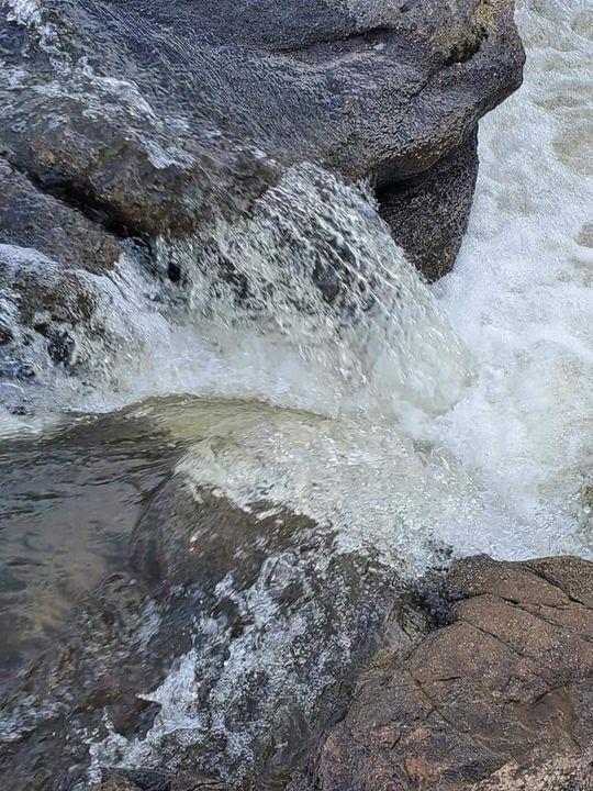 Water vs Rock - Kim's Pictures