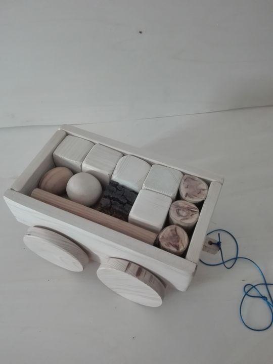 wagon with  wood shapes - Gabriel Coelho