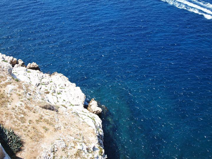 Cliff on a blue ocean - Symplisse Art