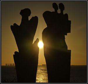 Atardecer entre esculturas