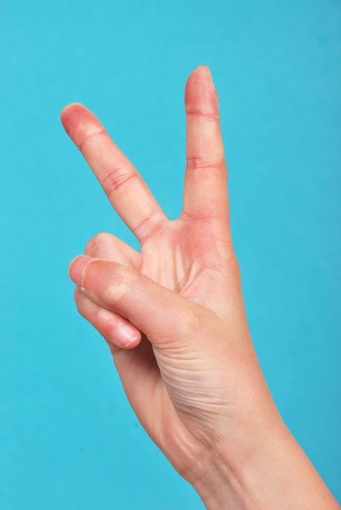 Hand  doing peace signs - Heliosphile