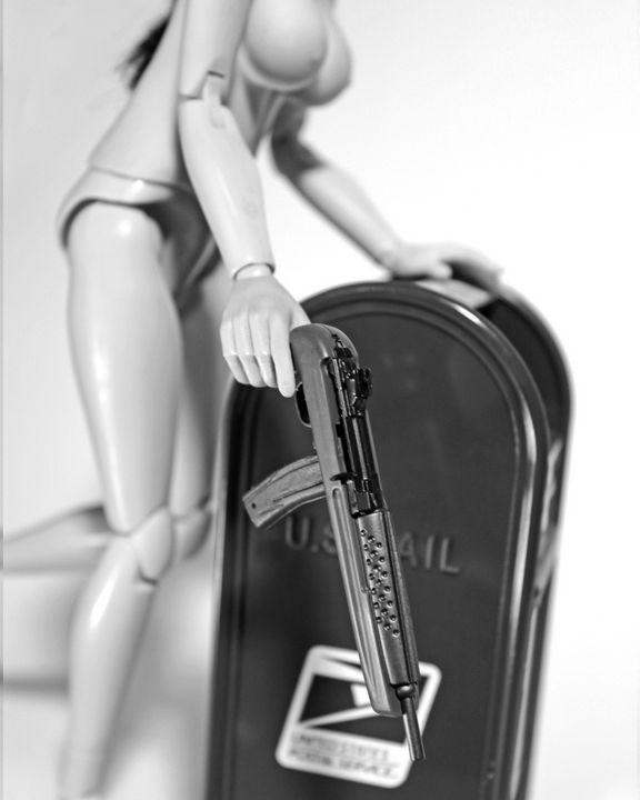 Postal - Dolls with Guns