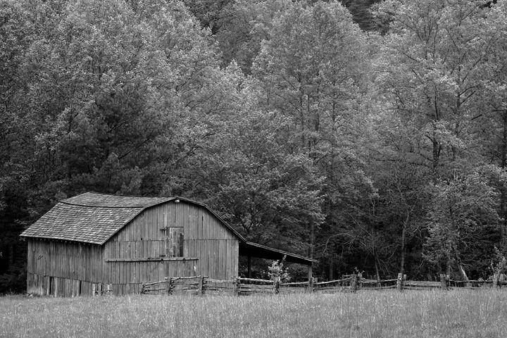 Black and White Barn - David Hopkins Photography