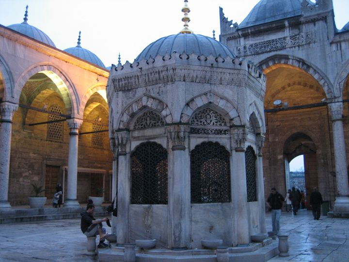 Absolution at Istanbul's New Mosque - bluemeteor