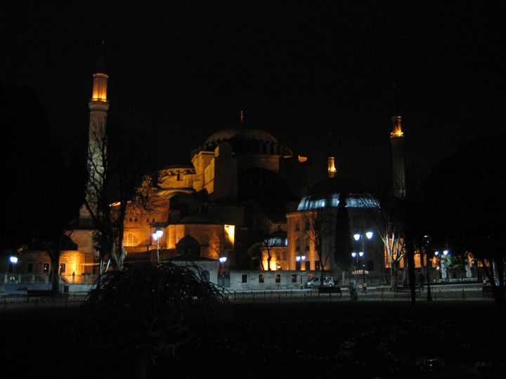 Hagia Sophia in Istanbul at night - bluemeteor