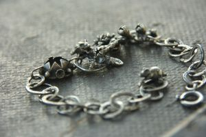Mice hide and seek bracelete