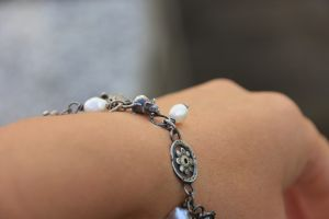 Bracelet with mouse and pearls